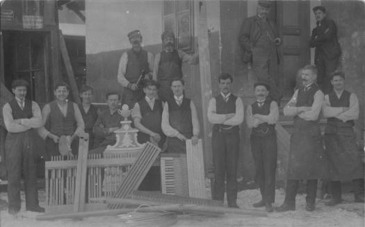 Gregor Franz Hradetzky I. (4. von rechts) und seine Belegschaft